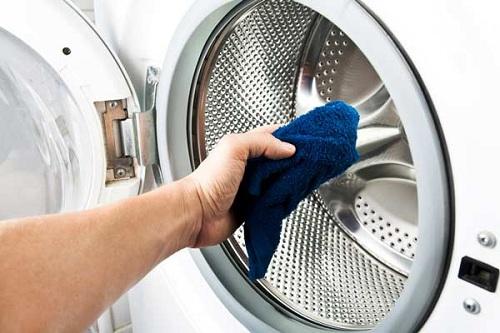 Vệ sinh máy giặt tại nhà giúp bạn tiết kiêm được một khoản chi phí nho nhỏ