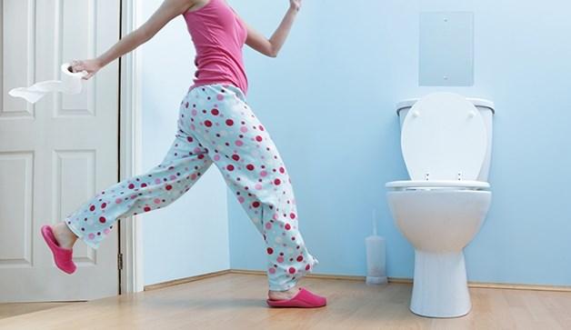 nhung-thoi-quen-di-toilet-gay-hai-den-suc-khoe-thong-chien1